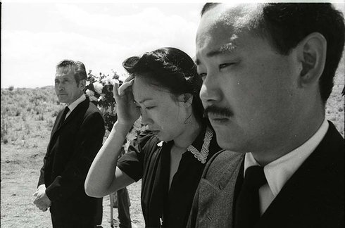an analysis of farewell to manzanar a memoir by jeanne wakatsuki houston Farewell to manzanar study guide answer keyspdf  org/wiki/farewell_to_manzanar farewell to manzanar is a memoir published in 1973 by jeanne wakatsuki houston.