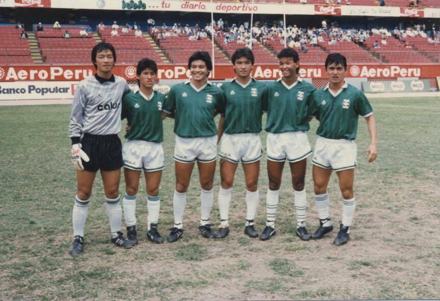 日系のサッカー選手:ボールに魅...